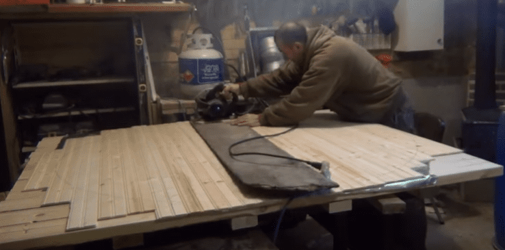 cutting barrel sauna walls with skillsaw